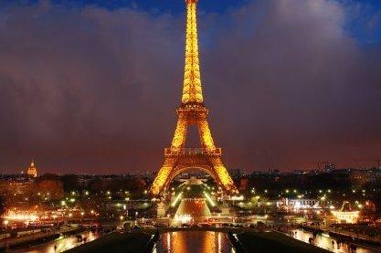 La tour eiffel aux couleurs de la turquie front - Couleur de la tour eiffel ...