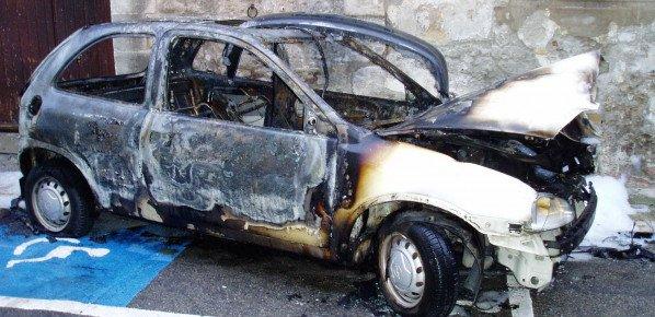 Incendie de voitures 3 mois de prison pour l'auteur, 20 € d'indemnité pour la victime.