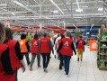 Les salariés de Auchan Vineuil manifestent.